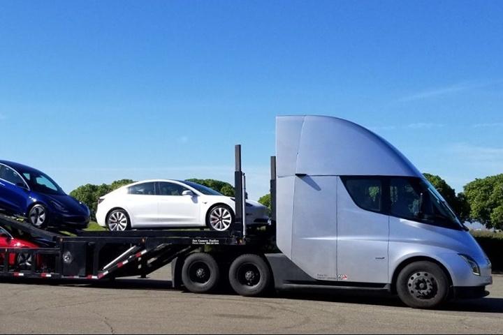 Tesla Semi hauling Tesla Model S, 3,